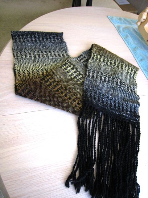 Woven noro scarf back side