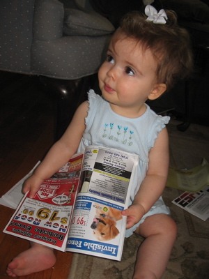 Abby_reads_the_mail